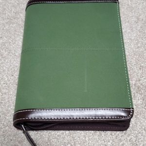 Franklin Covey army green refillable planner